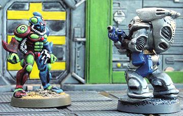eM-4 Space Ranger confronts an eM-4 prepainted alien